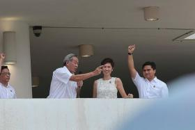 NEWSWORTHY MOMENT: Dr Ng Eng Hen (second from left) addressing those who were jeering.