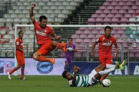 GOAL THREATS: Albirex Niigata forward Rion Taki has scored six league goals, while teammate Atsushi Kawata (left, jumping) has contributed five.