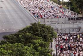 UNITED: Some 18,000 people taking to the Benjamin Sheares Bridge on Nov 30 last year for The New Paper Big Walk 2014.