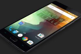 Android phones risk vulnerability to lock screen security flaw.