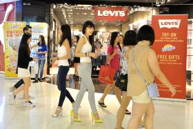 ENTHUSIASTIC: The New Paper New Face 2015 Finalist Joeypink Lai (above) approaching shoppers at ION Orchard.