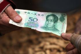 A Chinese conman's victim was shocked when he returned her some money he had taken from her.