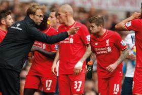 Liverpool manager Juergen Klopp speaks to his players