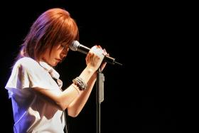 Pastor-turned singer Ho Yeow Sun, also known as Sun Ho, performing at a concert on June 1, 2006.