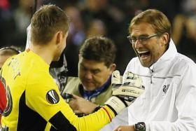 Liverpool manager Juergen Klopp and Simon Mignolet celebrate at the end of the match