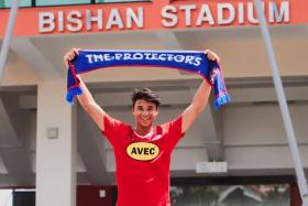 Ikhsan Fandi, the second son of Fandi Ahmad, has signed for Home United's Prime League side.