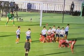 Footballers from East Fukuoka execute their free-kick routine against Kokugakuin Kugayama High School.