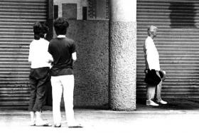 IN SINGAPORE: David Bowie at Sungei Road (far right).