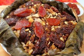 Lotus leaf treasure rice.