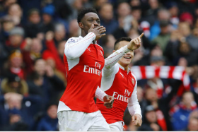 Arsenal striker Danny Welbeck scored to give his team a 2-1 over top-of-the-table Leicester City.