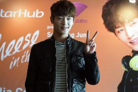IN TOWN: Actor Seo Kang Jun posing for pictures at his press conference yesterday afternoon.
