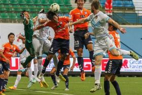 PROFLIGATE: Albirex Niigata's (in orange) solitary strike in their last two matches has been an own goal.