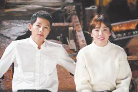 CHARMING: Actor Song Joong Ki with female lead Song Hye Kyo in South Korean drama Descendants Of The Sun.