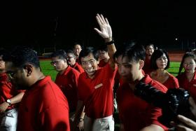 IS IT OVER FOR HIM? Dr Chee Soon Juan waving to supporters on Saturday night.