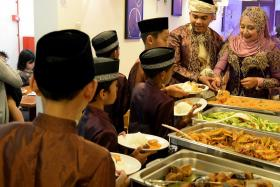 Children from the Pertapis Children's Home were invited for the wedding reception of Mr Mar Yanto Ahmad and wife Hairina Abu Bakar held at Warong Nasi Pariaman