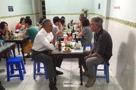 BLENDING IN: US President Barack Obama and Anthony Bourdain at the Bun Cha Huong Lien restaurant.