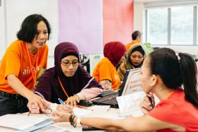 Aidha teaches financial literacy to foreign domestic workers and lower income women.