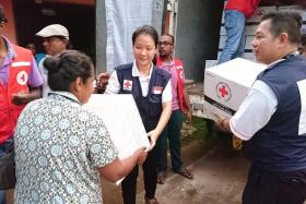 RESCUE TEAM: Miss Charis Chan and Mr Peter Tung of Singapore Red Cross, helping the victims of the recent flood in Sri Lanka.