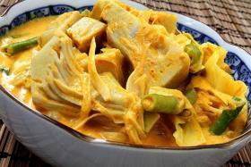 Gulai nangka (Young jackfruit curry).