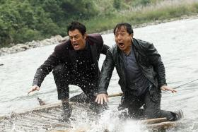 CO-STARS: (Left) Johnny Knoxville and Jackie Chan in Skiptrace.