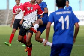 DUEL: Hong Kah Secondary's Muhammad Shahrulnizam (second from right) attempts to tackle a Tanjong Katong player.
