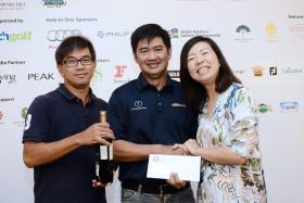 Representatives of Team SunMoon with Jacqueline Wu, Creative Editor of SPH Golf. at BT Corporate League at Jurong Country Club on 29 July 2016.