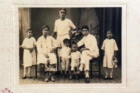 1924: Born Sellapan Ramanathan in Singapore on July 3, 1924, Mr S R Nathan's family comprised his father, mother, two older sisters and himself. They moved to Muar when he was very young because of problems connected to his father's work. His father committed suicide when he was eight. At 16, he was expelled from school a second time and ran away from home.
