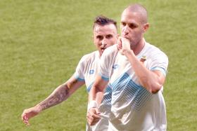 16 Rafael Ramazotti (right) is now leading the Golden Boot race with 16 goals.