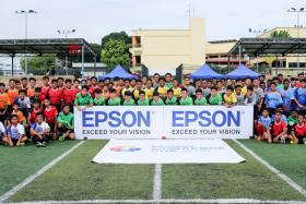 Participants of the inaugural Epson Singapore Cup posing for a group picture with Noor Ali (far left) Hasrin Jailani (far right in glasses) Carlos Delgado ( far right in white ) and Ben Teng ( far right in Geylang International jersey).
