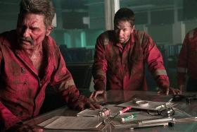 Kurt Russell (left) and Mark Wahlberg (right) in Deepwater Horizon.