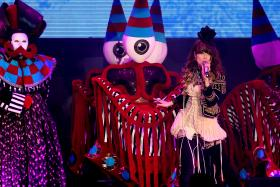 Hong Kong pop singer Joey Yung (in pic) suffered a foot injury a couple of weeks ago, just before her concert in Huizhou, China.