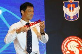 Coach of the Year Naoki Naruo.