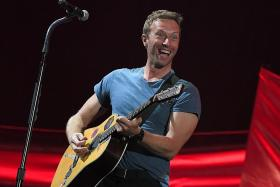 Chris Martin helps out at homeless shelter