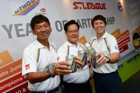 (From left) S.League chief executive officer Lim Chin, Football Association of Singapore (FAS) vice-president Lim Kia Tong and Yeo Hiap Seng (Singapore) 1st vice-president May Ngiam raising a toast for youth football at a sponsorship event at Jalan Besar Stadium on 5 March 2016.