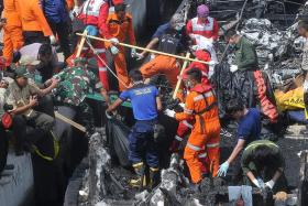 Captain of tourist boat arrested after deadly fire