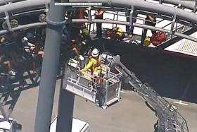 20 trapped on rollercoaster in Aussie park