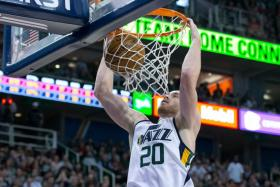 Utah Jazz forward Gordon Hayward scores 28 points and collects eight rebounds in the win over the Cleveland Cavaliers.