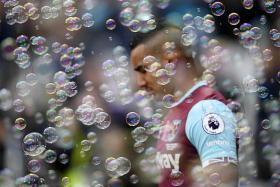 Payet bursts West Ham's bubble