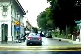 Deliveroo motorcyclist sent flying in Joo Chiat accident