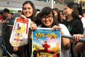 Miss Tamimi Sungkar, 22, and her sister, Miss Tiara Sungkar, 21, came all the way from Jakarta, Indonesia to meet Jackie Chan