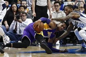 Lakers slump to record defeat