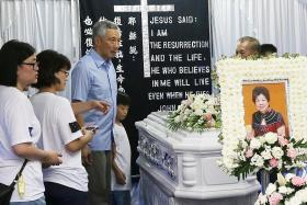 PM Lee pays respects at woman's wake