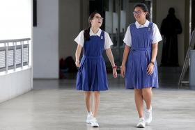 Classmates are each other's eyes and ears