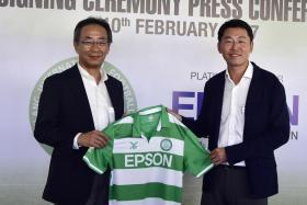 S-League football club Geylang International's chairman Ben Teng (right) presenting an Eagles jersey to Toshimitsu Tanaka, Epson Singapore's managing director