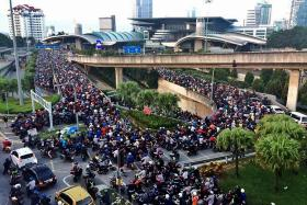 New clearance system sparks huge jams