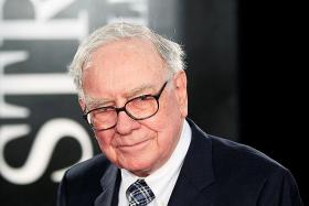 Buffett slams tricky accounting but defends share buybacks