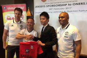 From left: Former Manchester United defender Ronny Johnsen, Kansai Paint (Singapore) chief operating officer Richard Leong, a representative of amateur football side Oners FC and ex-United player Quinton Fortune, at a Kansai Paint sponsorship ceremony at the Marina Bay Financial Centre on Tuesday (Feb 28)