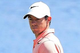 McIlroy fights back, Hoffman makes miracle putt