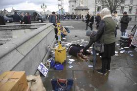 Cop stabbed, attacker shot in UK 'terrorist' incident