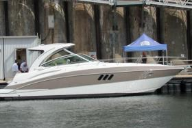 An example of a Cruisers 380 Express yacht
